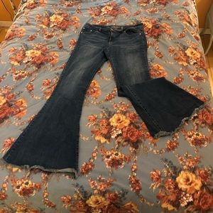 🎃 flare jeans perfect for Halloween 70's